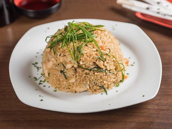 Yakimeshi pollo