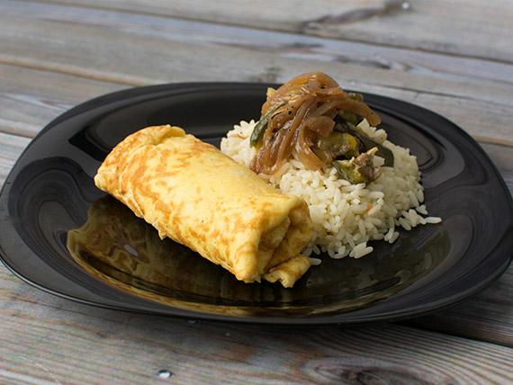 Omelette de jamón y queso con arroz