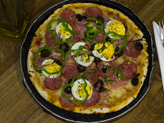 18 - Pizza média AC/DC