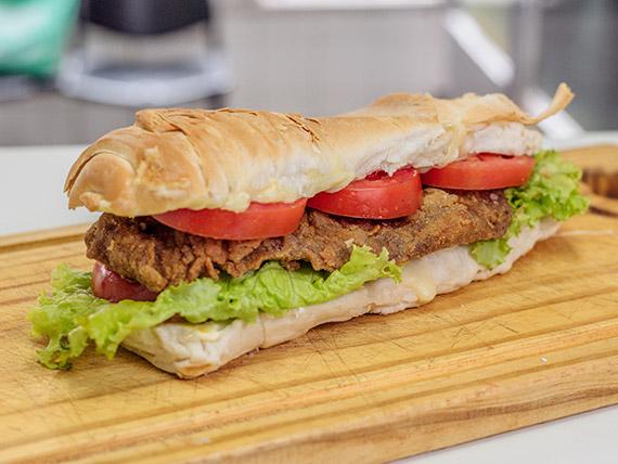 Sándwich torpedo especial con milanesa