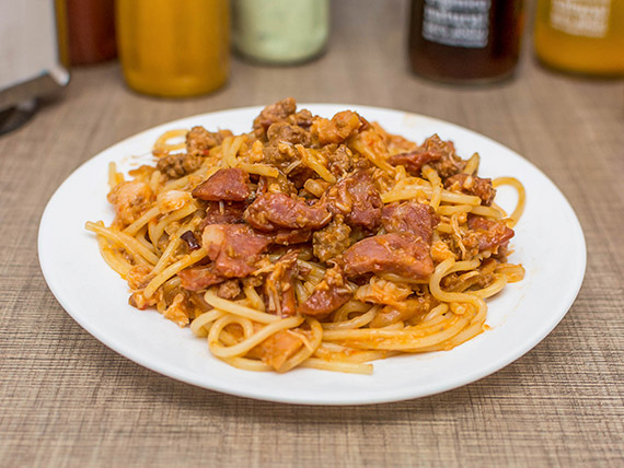 Espaguete na chapa carnívoro
