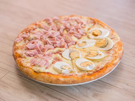 Promoción - Pizzeta muzzarella con dos gustos a elección + cerveza Schneider 1 L
