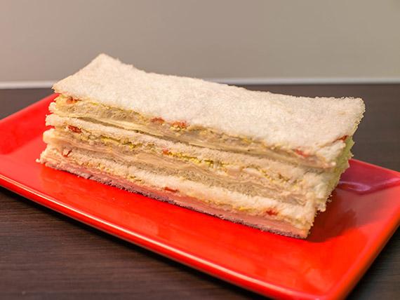 Sándwich de queso, morrón y huevo (3 unidades)