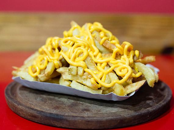Papas fritas con aderezo (porción)