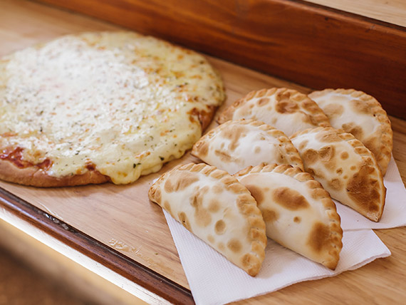 Promo - Pizza grande con muzzarella + 6 empanadas