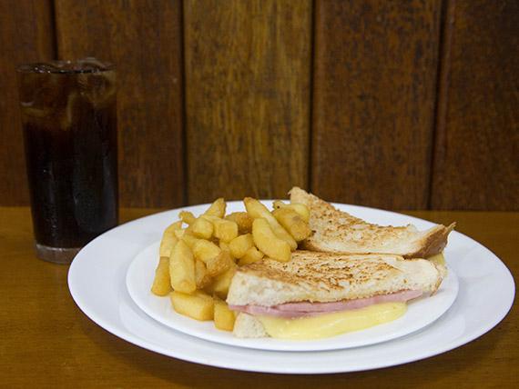 Combo - Sanduíche misto quente + porção batata frita + Coca Cola lata