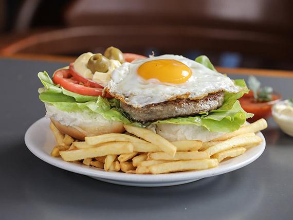 Hamburguesas al plato con papas fritas (2 unidades)