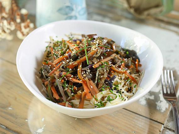 Fetuchinis con verduras al wok