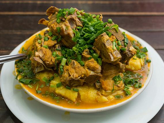 Angú a baiana com carne cozida