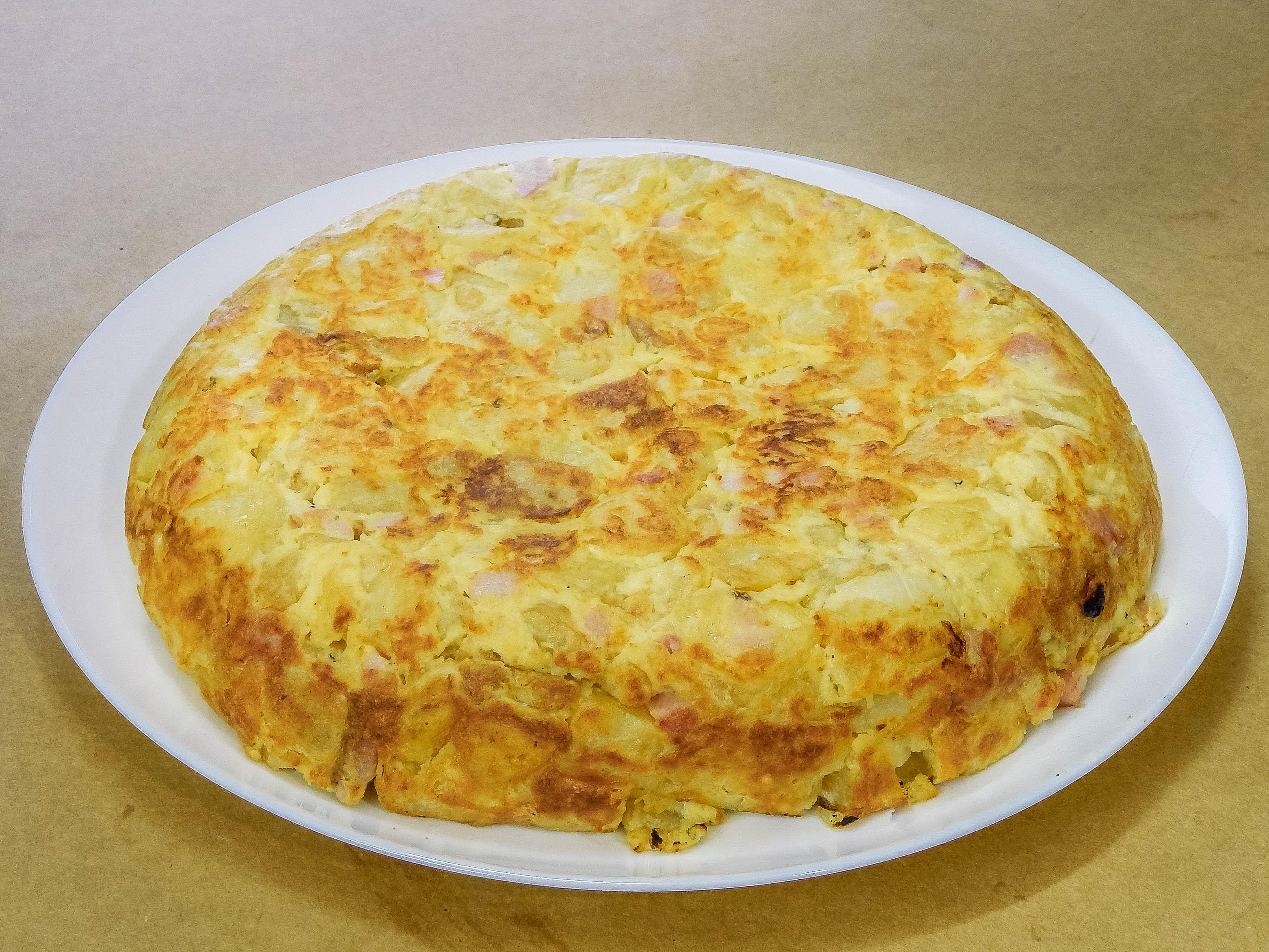 Tortilla de papas, jamón y queso
