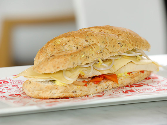Sándwich caliente de pollo