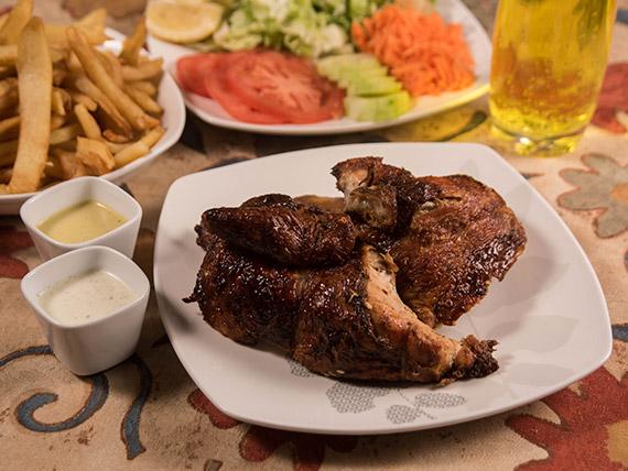 Promo - 1/2 pollo a las brasas + papas fritas + ensalada + salsas peruanas + gaseosa Inka Kola 500 ml