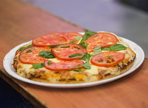 Pizzeta con muzzarella caprese