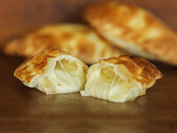 Empanada cuatro quesos - 22