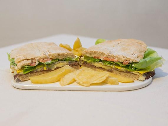 Lomito completo con pan y mayonesa casera