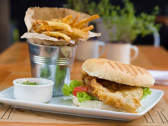 Sándwich Tossa de mar con papas fritas