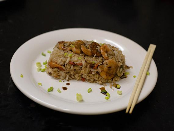 Wok de arroz con camarón