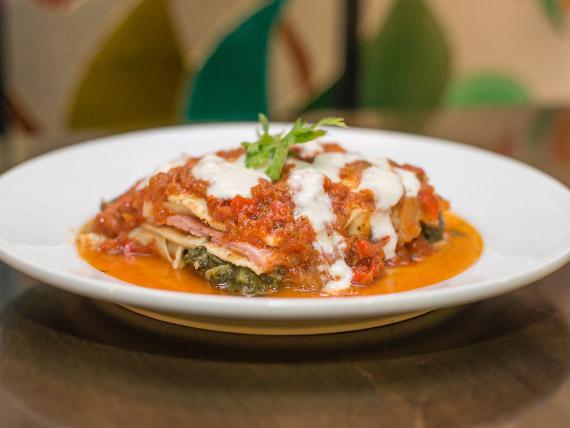 Lasagna con salsa mixta