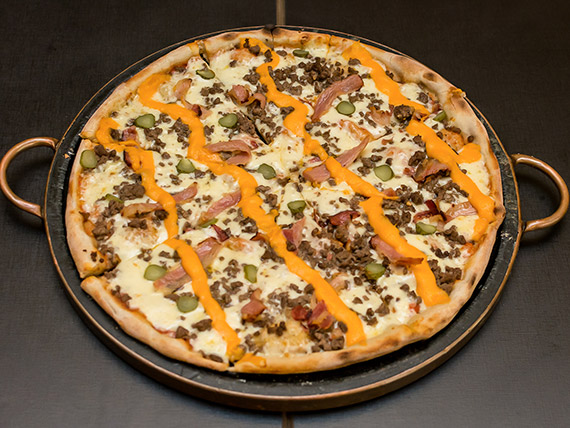 Pizza bacon cheese burguer