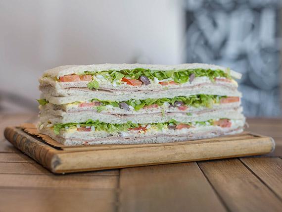 Sándwich de ternera con verduras