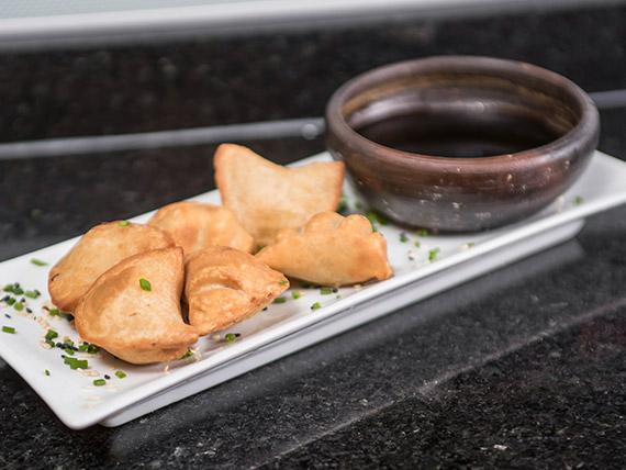 Bastones de salmón, queso mozzarella, cubiertos en panko (5 unidades)