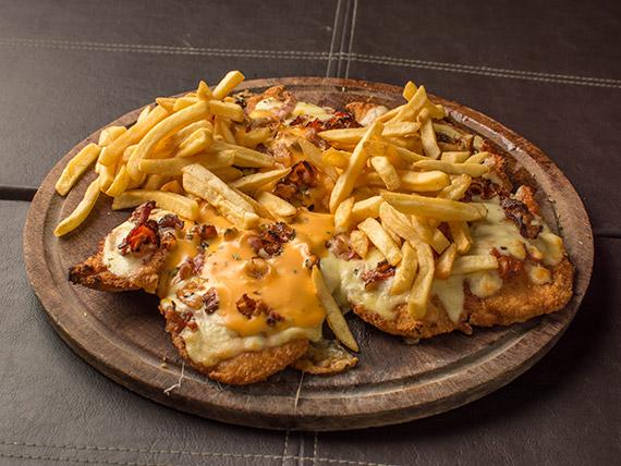 Pizzanesa con queso cheddar y panceta