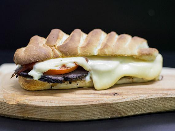 Sándwich de ternera especial