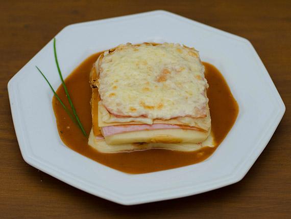 Lasanha ao sugo (prato quente)