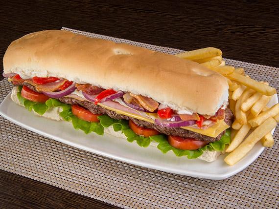 Sándwich de lomo americano con papas fritas
