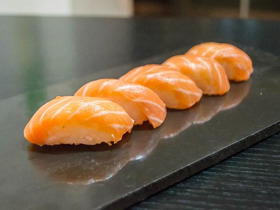 Nigiris de salmón (9 piezas)