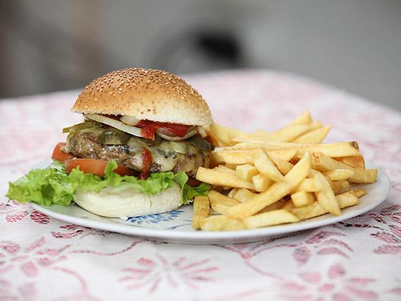 Hamburguesa salad con papas fritas