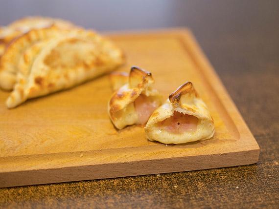 Empanada de panceta y roquefort